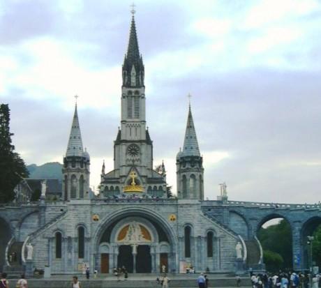 Cathedral in Lourdes Summer 460x413 Lourdes, un lugar milagroso
