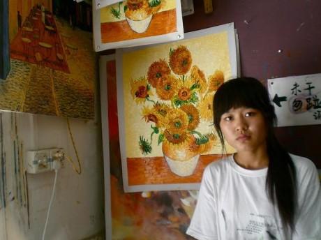 Dafen chica 460x344 Dafen, un pueblo de pintores