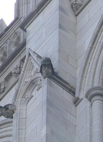 Darth Vader Catedral de Washington 334x460 Darth Vader… ¿en una catedral?