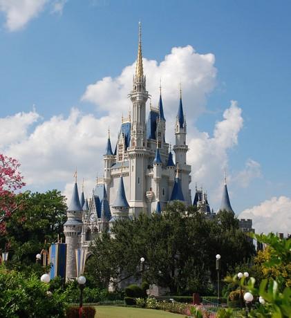 Disney World Cinderella castle 421x460 Disney World, el parque temático más popular del mundo