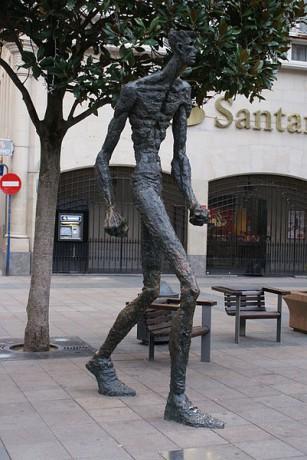 El Caminante 307x460 El Caminante, escultura fascinante en Vitoria