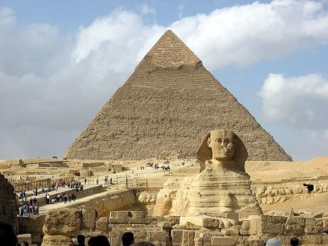 Esfinge con la pirámide de Kefren 460x345 La necrópolis de Gizeh: el mayor prodigio del Antiguo Egipto