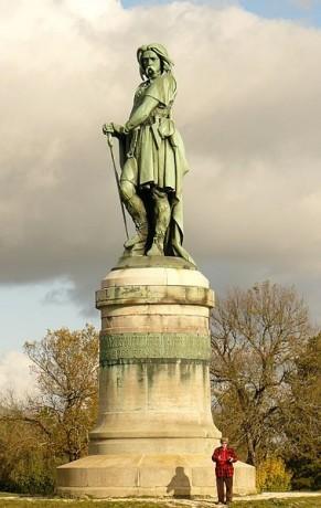 Estatua Vercingétorix en Alésia 291x460 La estatua de Vercingétorix, el héroe galo
