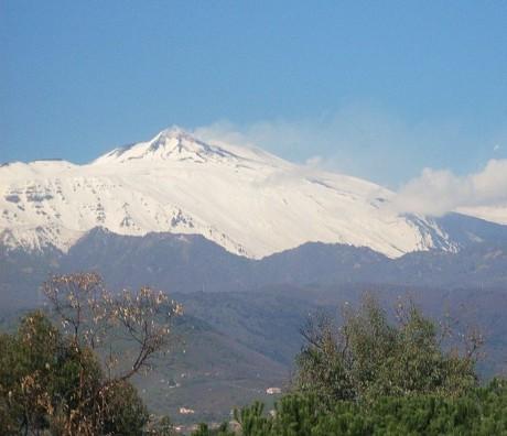 Etna Sicilia 460x396 Las grandes islas del Mediterráneo: Sicilia