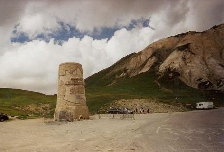 Galibier monumento Henri Desgranges 460x312 Tour de Francia, etapa 18: El centenario de la ascensión al Galibier