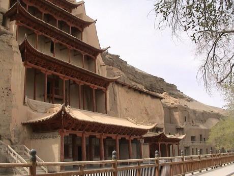Grutas de Mogao 1 460x345 Las grutas de Mogao, una biblioteca en piedra