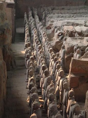 Guerreros de Xian1 345x460 La misteriosa tumba del Primer Emperador