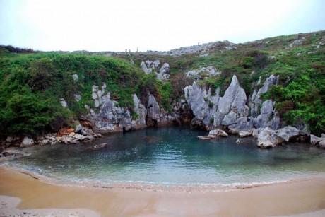 Gulpiyuri 460x307 La insólita playa de Gulpiyuri
