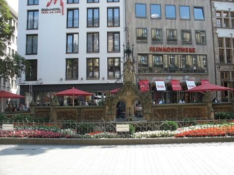 Heinzelmaennchenbrunnen 1 460x345 La leyenda de los enanos de Colonia