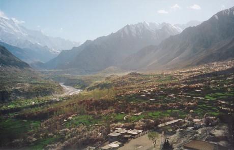 Hunza valley river 460x296 El paraíso perdido: Shangri La