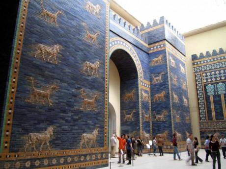 Ishtar Gate at Berlin Museum 460x345 La puerta de Ishtar, símbolo de la antigua Babilonia