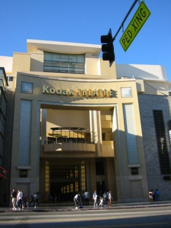 Kodak theatre 345x460 El Hollywood and Highland Center, sede permanente de los Óscar