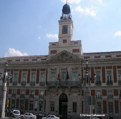 MADRID 460x453 La Puerta del Sol: uvas y carrillón
