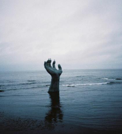 Mano 421x460 La mano más próxima al sol
