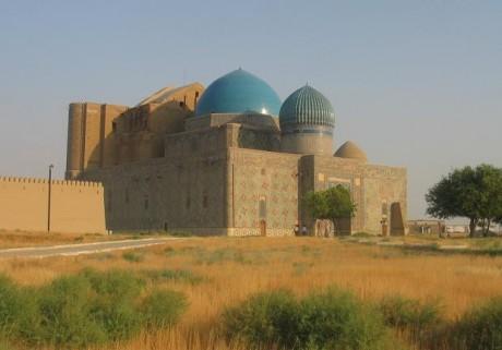 Mausoleo de Khoja Ahmed Yasawi 460x321 Khoja Ahmed Yasawi, el mausoleo inacabado de la estepa