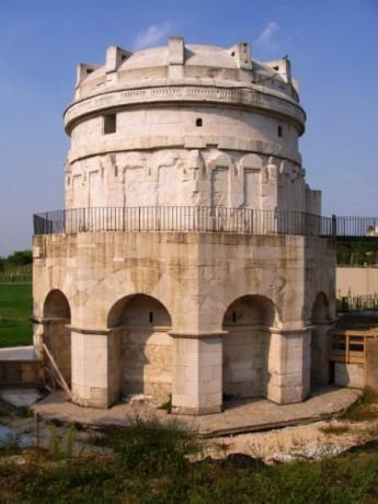 Mausoleo de Teodorico 345x460 El Mausoleo de Teodorico, una tumba godo romana