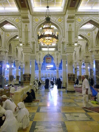 Meca interior mezquita 345x460 La mezquita más grande del mundo
