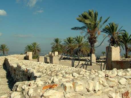 Megido 460x345 Las colinas bíblicas de Megido, Jasor y Beer Sheba