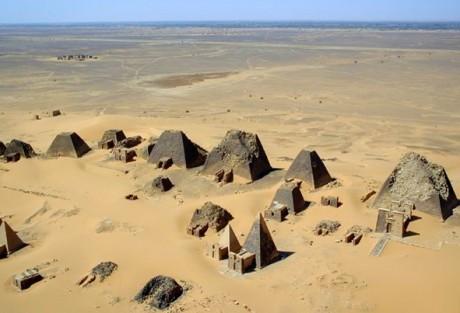 Meroe Pyramids 460x313 Meroë, la tierra de las reinas negras