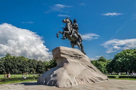 Monumento a Pedro el Grande 460x304 La Piedra del Trueno, el monolito más grande del mundo
