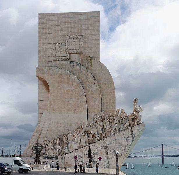 Monumento a los Descubrimientos Monumento a los Descubrimientos, a orillas del Tajo