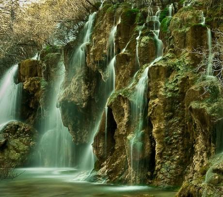 NacimientodelríoCuervo 460x407 El nacimiento del río Cuervo, espectáculo acuático