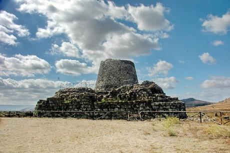 Nuraghe 460x305 Nuraghi, los colosos de Cerdeña
