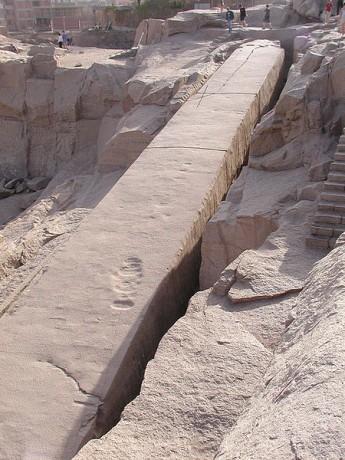 Obelisco inacabado 345x460 El obelisco inacabado de Asuán