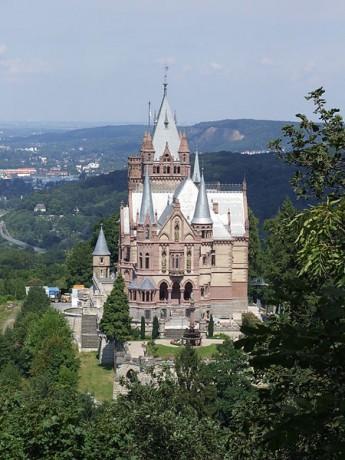 Palacio de Drachenburg 345x460 El Palacio de Drachenburg, una lujosa casa de campo