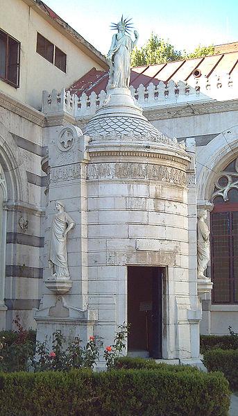 Panteón de Hombres Ilustres La Estatua de la Libertad española