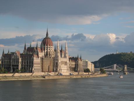 Parlamento 460x345 El poderoso Parlamento de Budapest