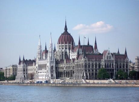 Parlamento de Budapest 460x340 El grandioso Parlamento de Budapest