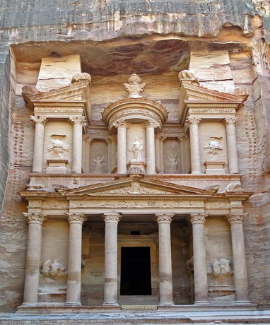 Petra 382x460 Petra, el oasis mágico de Jordania