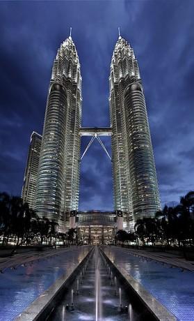 Petronas 279x460 Las Torres Petronas, símbolo de Malasia