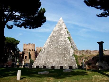 Pirámide Cestia 460x345 La Pirámide Cestia, una tumba a la moda de hace 2000 años