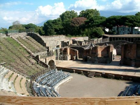 Pompeya teatro 460x345 Pompeya, la ciudad escondida bajo cenizas
