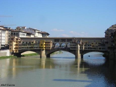 Ponte Vecchio 2 460x344 Ponte Vecchio, el puente de los joyeros florentinos