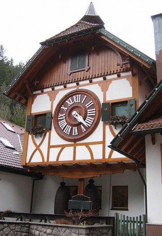 Reloj de cuco Triberg 315x460 Los relojes de cuco más grandes del mundo