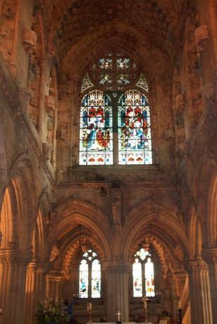 Rosslyn Interior 308x460 Templarios y leyendas en la capilla de Rosslyn