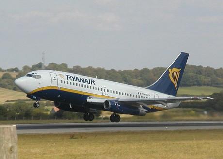 Ryan.b737.750pix 460x328 Ryanair recuerda la posibilidad de volar de pie