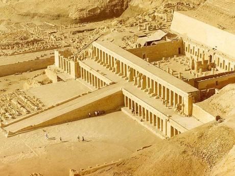 Templo de Hatshepsut 460x345 El Templo de Hatshepsut en Deir El Bahari