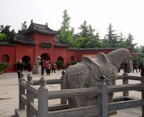 Templo del Caballo Blanco 460x374 El Templo del Caballo Blanco, el primero budista en China