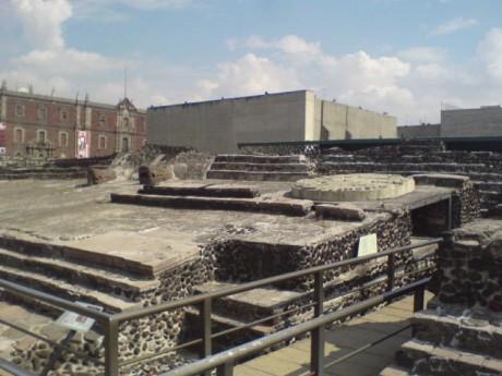 Templo Mayor 2007 460x345 Lápidas centenarias descubiertas en México