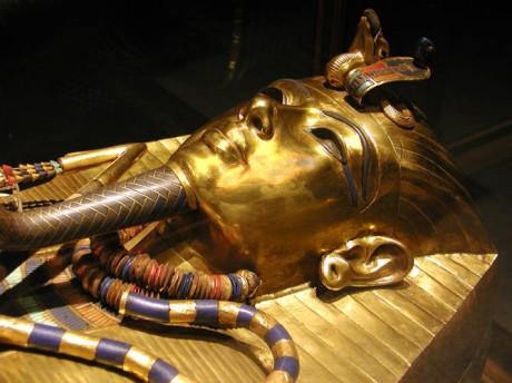 Tutanhkamun innermost coffin 460x344 La tumba de Tutankamon cierra sus puertas