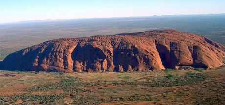 Uluru Ayers Rock 460x216 La montaña sagrada: Uluru
