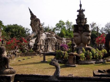 Xieng Khuan 460x345 Dos parques de esculturas entre el budismo y el hinduismo