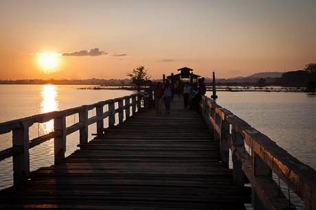 amarapura 460x306 El puente de teka más grande del mundo