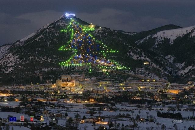 arbol navidad gubbio El árbol de navidad más grande del mundo está en Italia