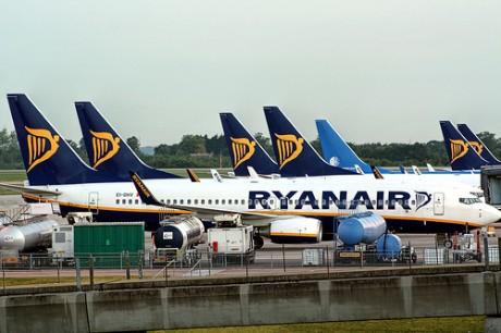 avio 460x306 Ryanair recorta rutas en Madrid y Barcelona