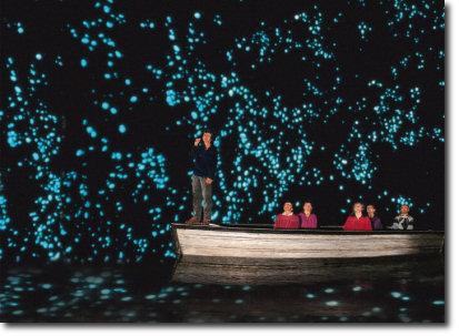 barco2 Las mágicas cuevas de Waitomo
